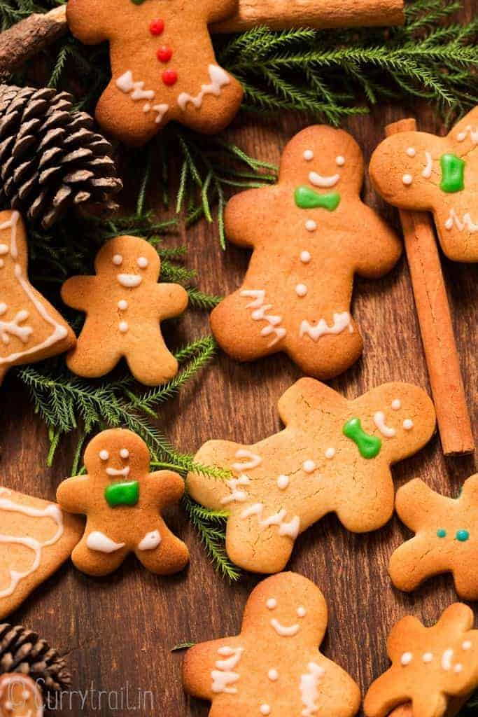 different sized gingerbread man cookies on wooden tray