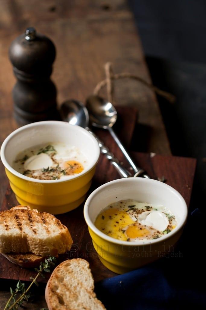 Baked eggs for breakfast in 2 ramekins