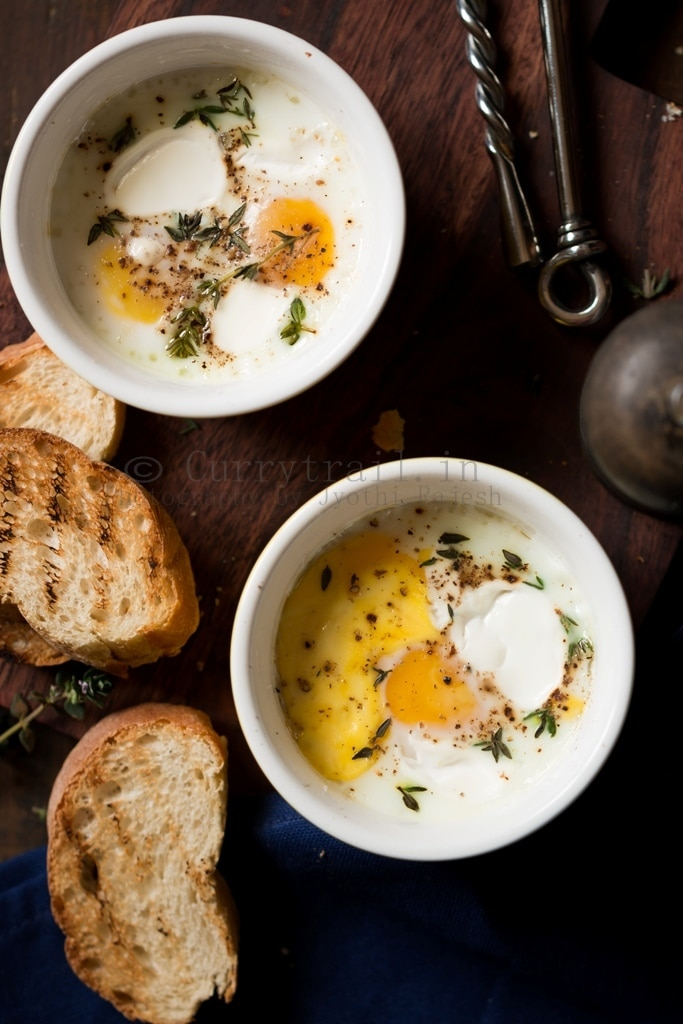 Baked eggs for breakfast in 2 ramekins