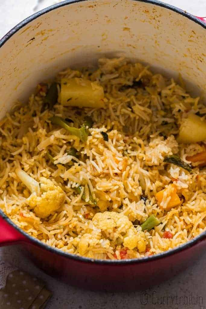 vegetable tehri recipe cooked in one pot