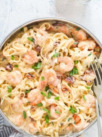 Garlic Shrimp Pasta in Creamy Sauce In a Pan