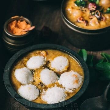 idli's dunked in tiffin sambar
