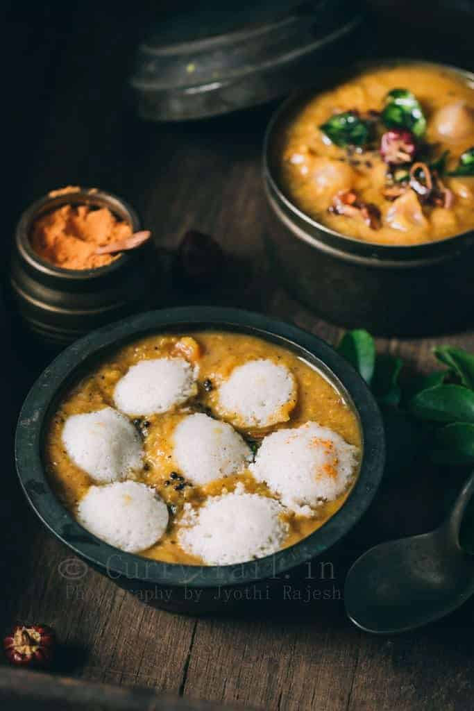 idli's dunked in tiffin sambar
