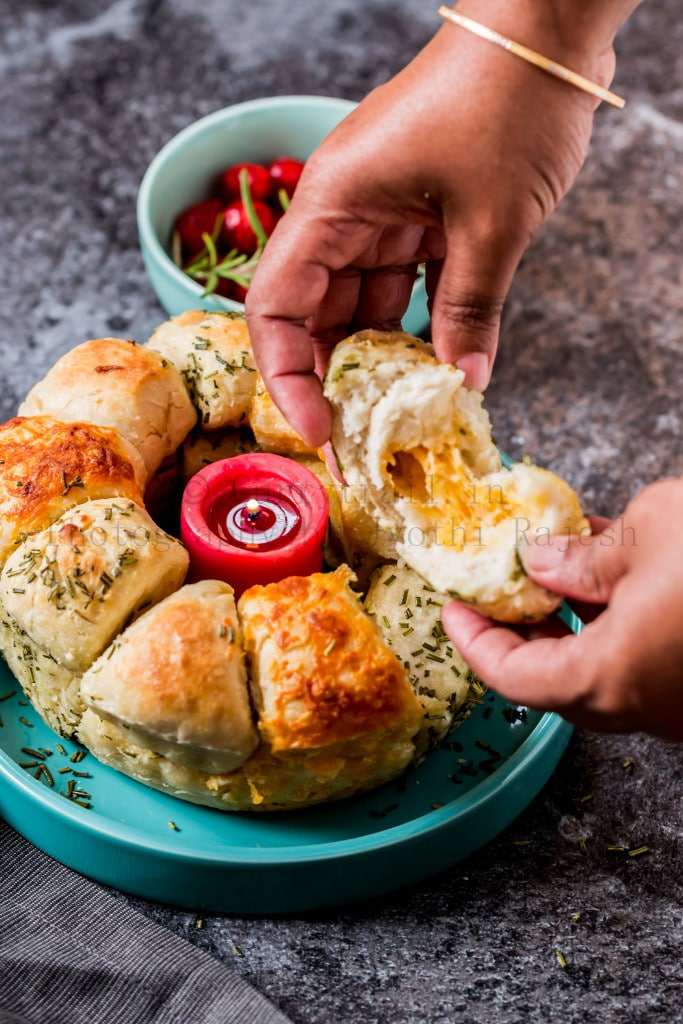 cheesy garlic and herb pull apart bread cheese stuffing