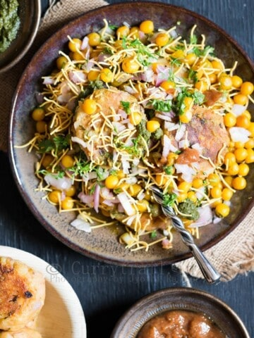 aloo tikki chaat served with chutney on sides