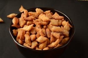 Diamond cut savory biscuits