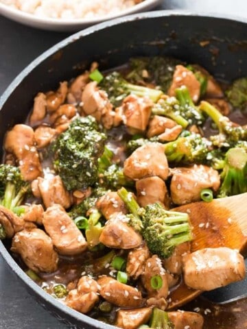 easy 15 minutes chicken and broccoli stir fry skillet makes great healthy weeknight dinner