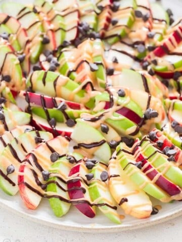 apple and peanut butter nachos sprinkled with choco chips