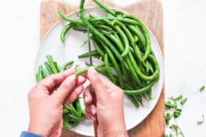 prepping fresh green beans