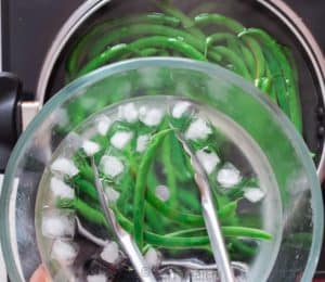 blanched green beans in ice water