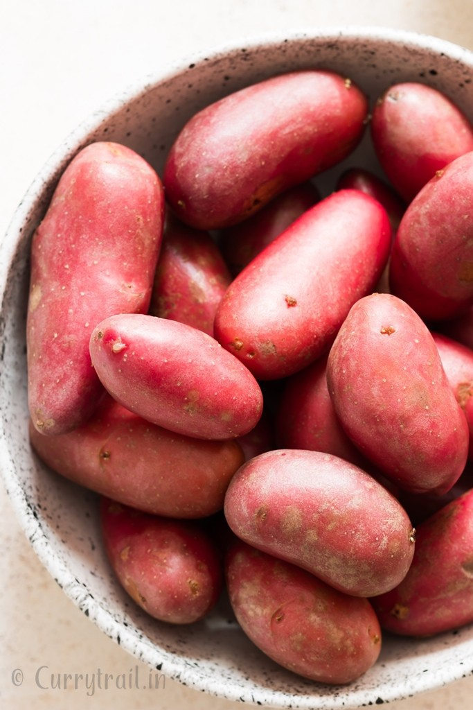 red potatoes in white bowl
