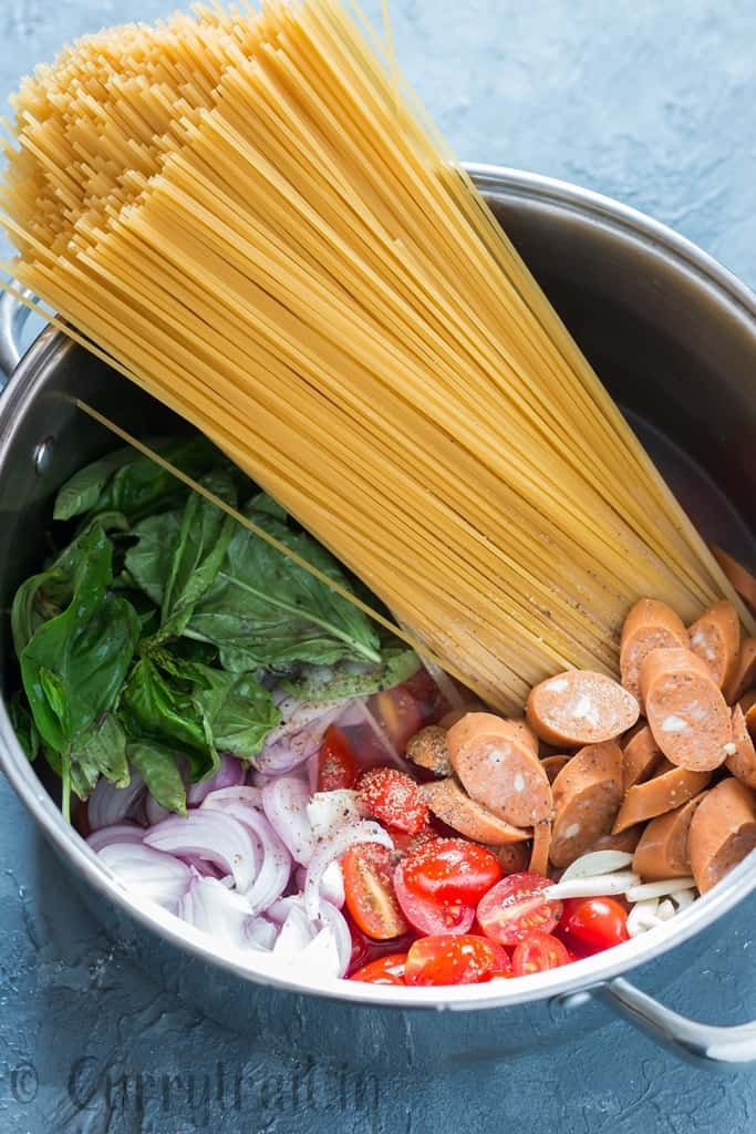 one pot pasta is life saver weeknight dinner. Everything, even the pasta gets cooked in the same pot
