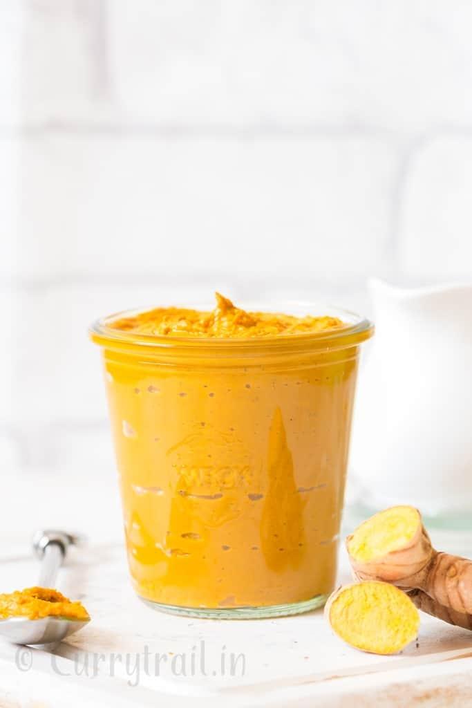 homemade turmeric paste in weck jars