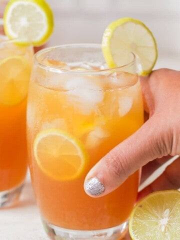 best lemon iced tea recipe garnished with lemon slices