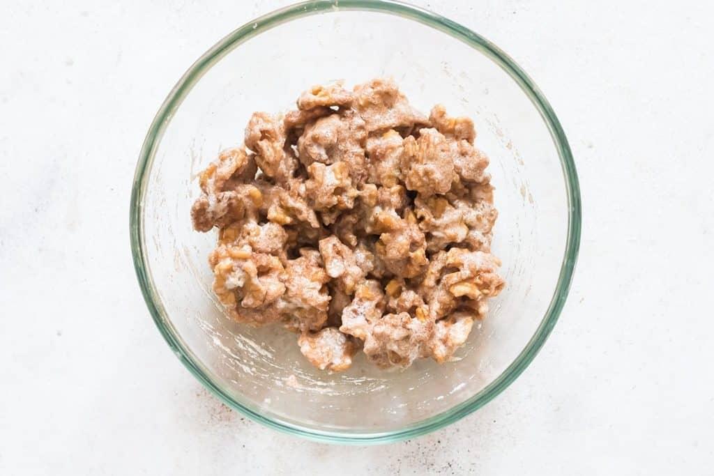 coating sugar to walnuts