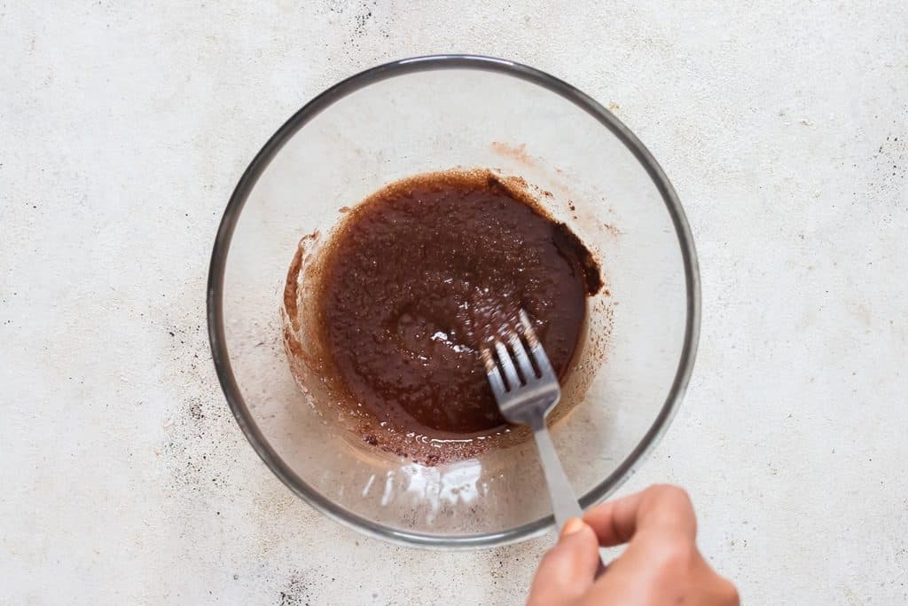 mixing oil cinnamon powder and sugar in a bowl