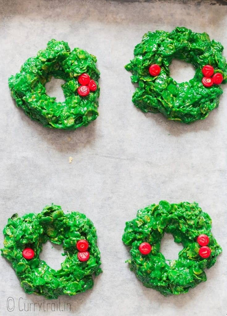 Christmas wreath cookies made of cornflakes