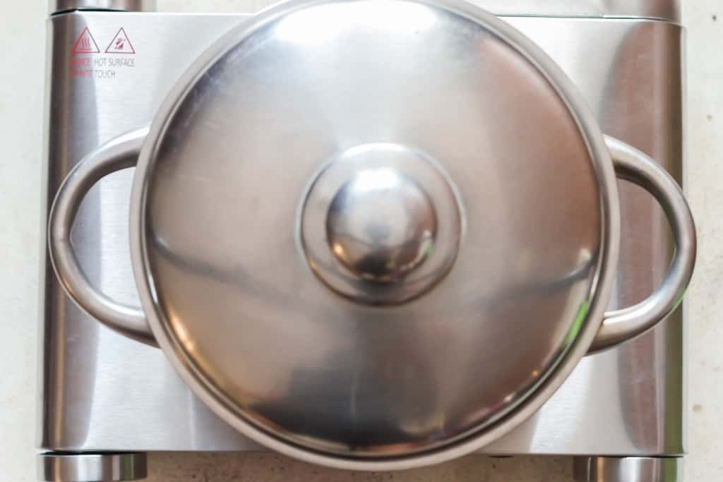 cooking rice with seasoning with closed lid