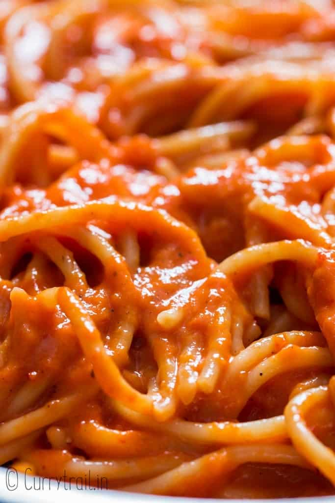 roasted red bell pepper pasta in skillet
