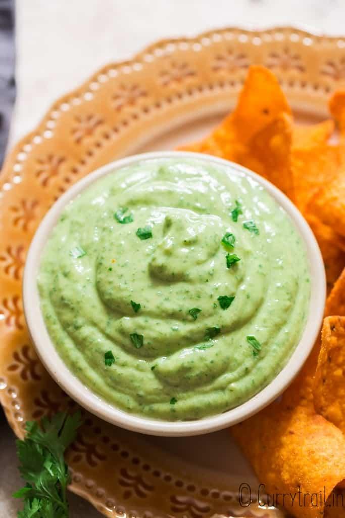 creamy 5 minutes avocado dip served with nachos