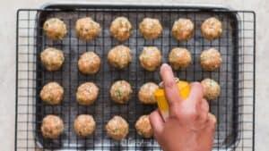 spray olive oil on meatballs
