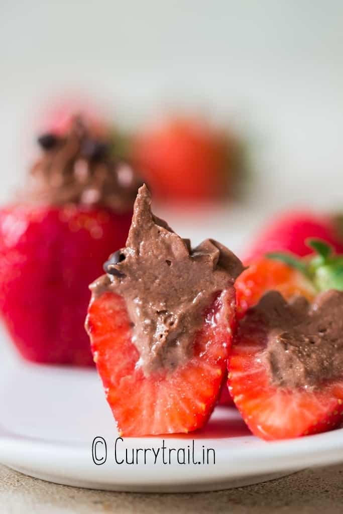 sliced strawberries with chocolate cheesecake stuffing