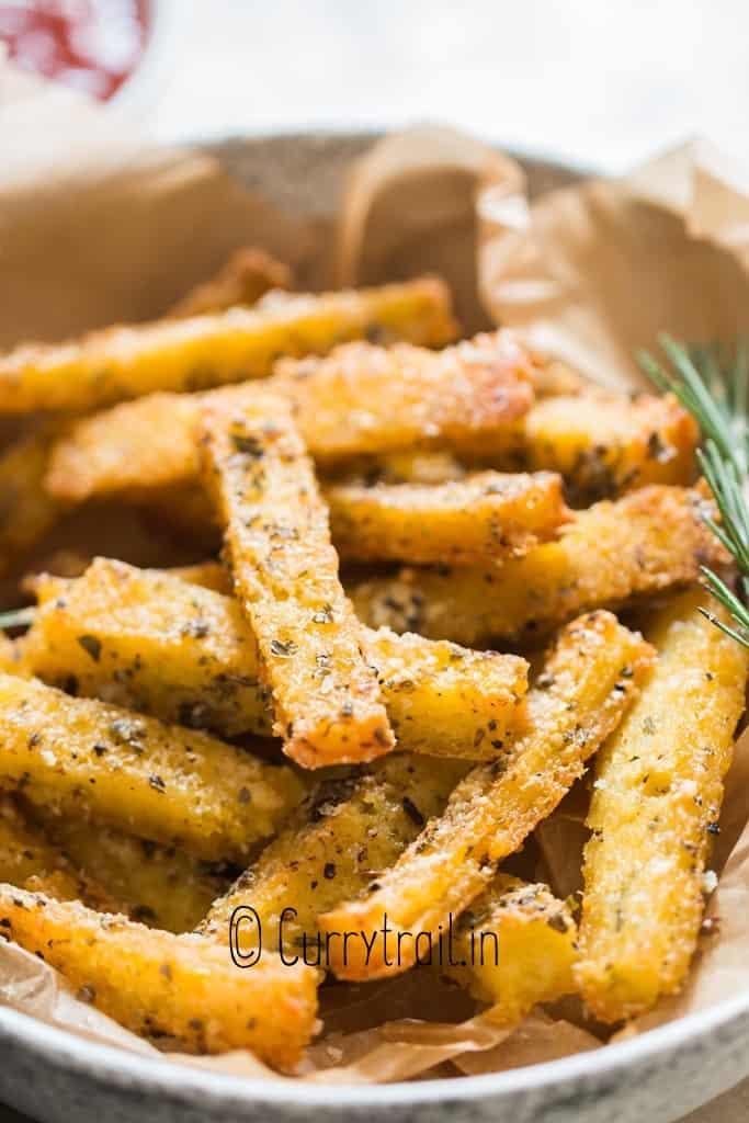 crispy baked fries made of polenta